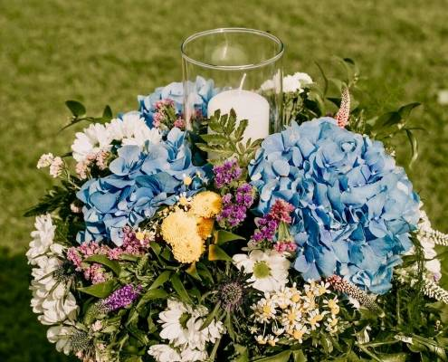 wedding flowers bombs and candle Lake Como